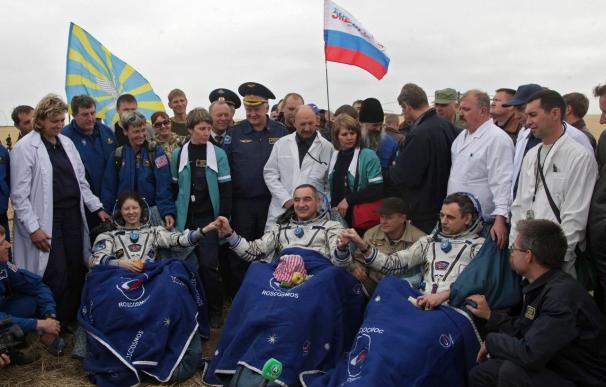 La Soyuz TMA-17, con tres tripulantes a bordo, aterriza sin contratiempos