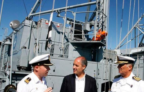 Camps visita en el Puerto de Valencia la flota de la Agrupación de Medidas Contraminas de la OTAN