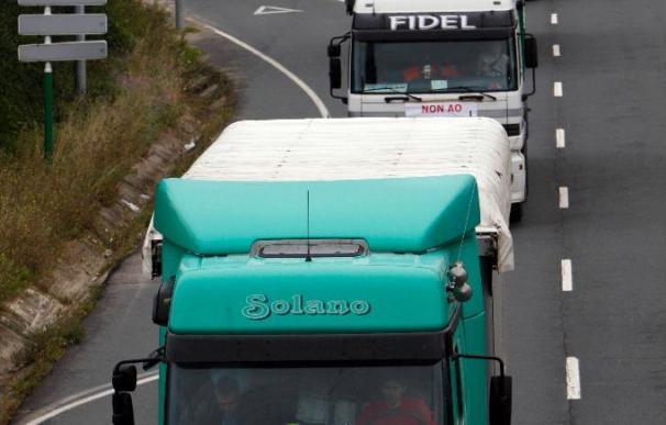 Un centenar de camioneros protestan en Ferrol contra el decreto del carbón