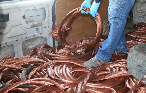 Ocho detenidos y recuperados 600 kg. de cable de cobre y 17 vías férreas robadas