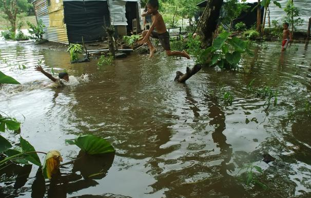 """La tormenta """"Matthew"""" provoca fuertes lluvias mientras pierde intensidad"""