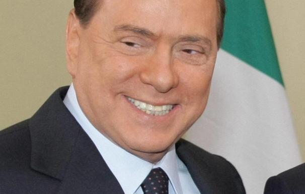 Silvio Berlusconi supera la cuestión de confianza a su Gobierno