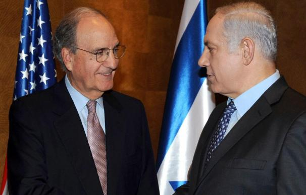 Netanyahu asegura a Mitchell que su Gobierno está comprometido con la paz