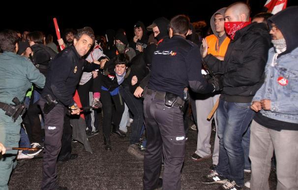 Cinco heridos, silicona en cerraduras e intentos de evitar el transporte urbano en Castilla y León