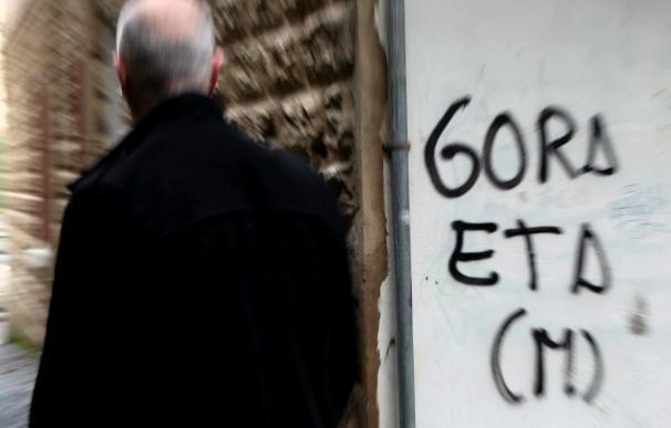 Las pintadas y carteles ofensivos para las víctimas de ETA han bajado un 29 por ciento