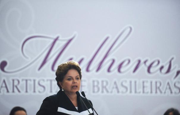 """Dilma Rousseff llega a un Portugal en crisis y promete """"atención"""""""
