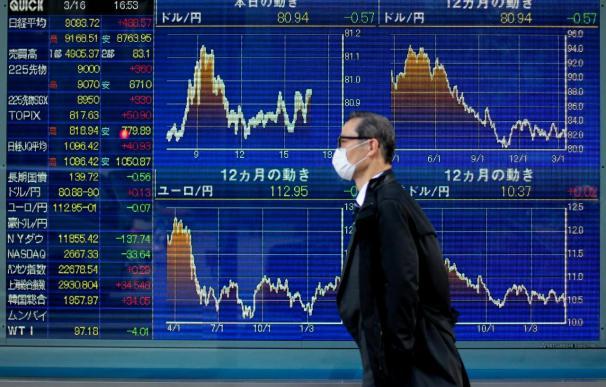Ligera caída del Nikkei entre la persistente crisis nuclear
