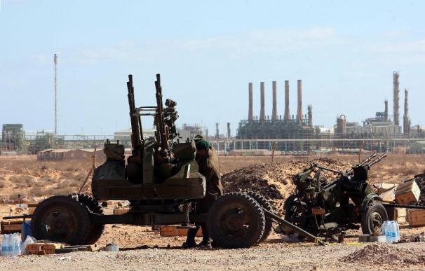 Catar acuerda vender petróleo libio en nombre del consejo rebelde