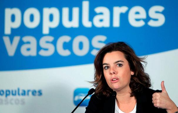 Sáenz de Santamaría dice que es el Gobierno, no el PP, quien ha pensado en el copago