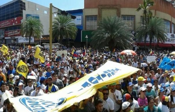 "Miles de manifestantes secundan la ""Toma de Venezuela"""