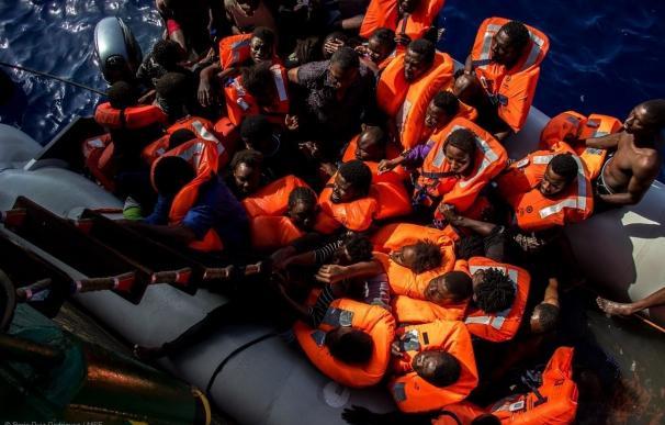Localizan los cadáveres de 25 inmigrantes en una patera rescatada por MSF