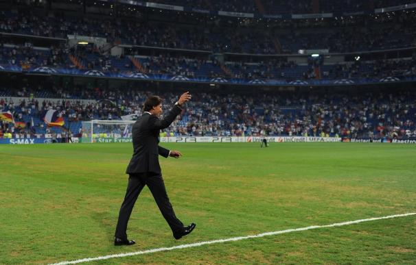 Rafa Nada, en el maltrecho césped del Bernabéu