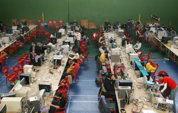 El Parlamento Europeo cree que el intercambio ilegal de archivos protegidos en internet daña la economía