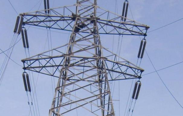 El coste de la electricidad para el suministro a tarifa sube en torno al 5 por ciento