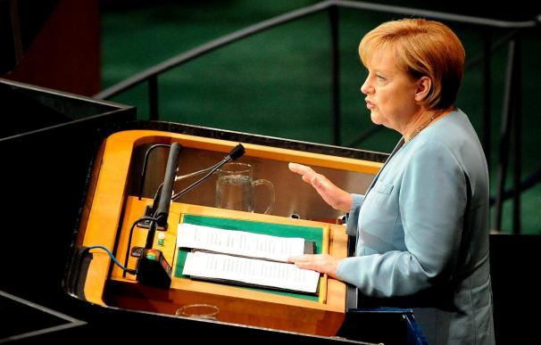 La CDU de Merkel sigue cayendo y los verdes empatan con el SPD
