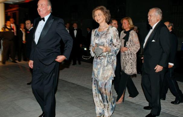 """El Rey anima a fomentar el """"espíritu de consenso"""" en la entrega de premios ABC"""