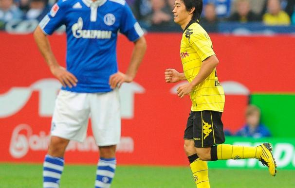 El entrenador del Schalke dice que le da pena por Raúl, por los pocos pases que recibe en el área