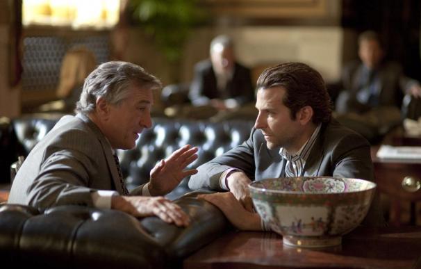 """Bradley Cooper y Robert De Niro se miden en una película de acción """"Limitless"""""""