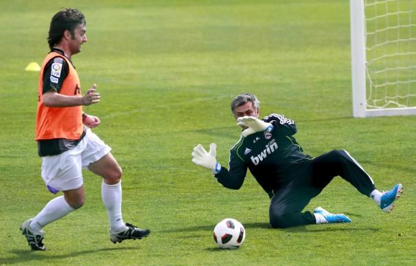 Mourinho se enfunda los guantes