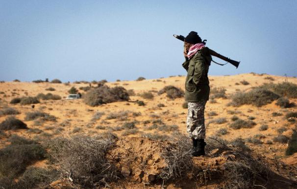 Confusión y combates en el frente en torno a Naufaliya, cerca de Sirte