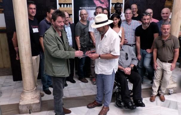 El cineasta Enrique Urbizu recibe el II Premio Granada Noir, festival andaluz dedicado al género negro