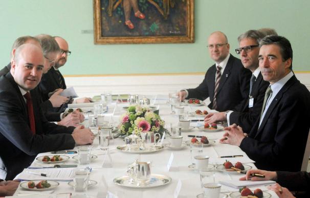 El secretario general de la OTAN descarta tajantemente la posibilidad de armar a los rebeldes