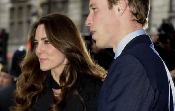 Jane Lynch, de Glee, da consejos al príncipe Guillermo y Kate Middleton