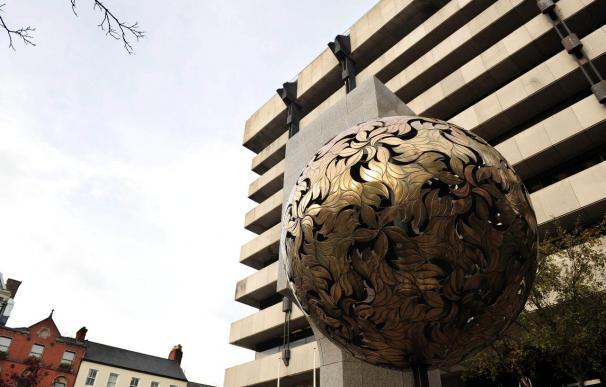 El Gobierno reestructurará el sistema financiero creando dos grandes bancos