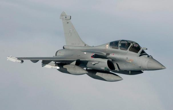 Aviones franceses atacaron una base de misiles al sur de Sirte