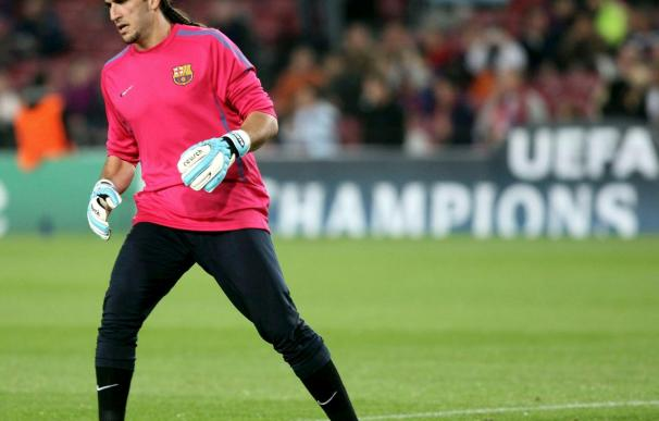 El portero del Barcelona Pinto afirma que se conforma con levantar la Copa
