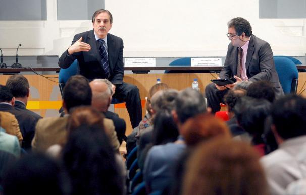 """Valeriano Gómez considera a Cajastur como un ejemplo de banca """"sensata"""""""