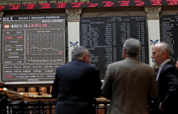 El IBEX pierde a mediodía el 0,83 por ciento y los 10.700 puntos lastrado por la banca