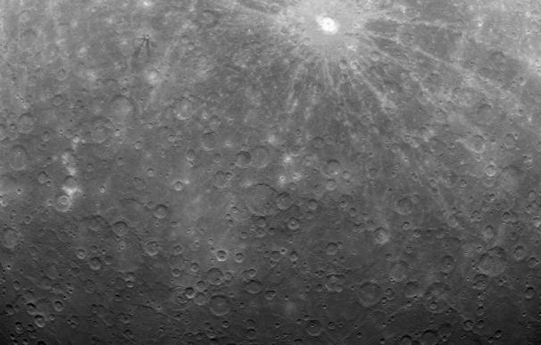 La NASA divulga la primera fotografía de Mercurio tomada por la sonda MESSENGER