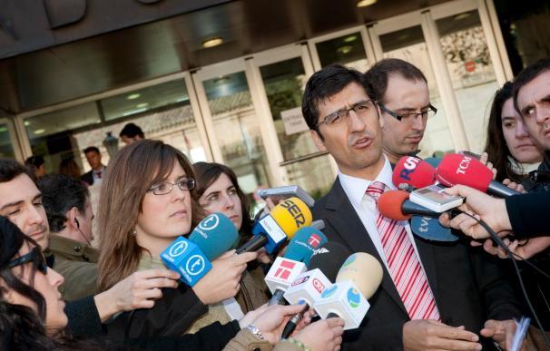 El PSOE renuncia a querellarse contra Cospedal, que no ha acudido al juzgado