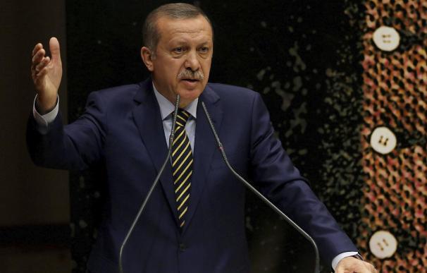 Erdogan cambia diez ministros tras la dimisión de tres por corrupción