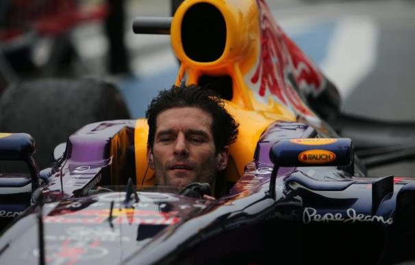 Webber se subió sobre el coche de Alonso para que le acercase a boxes en Singapur