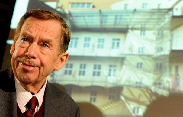 El expresidente checo Havel supera una afección pulmonar tras 12 días de hospital