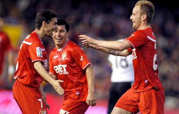 0-1. Las paradas de Javi Varas y el gol de Rakitic dan al Sevilla ante el Valencia