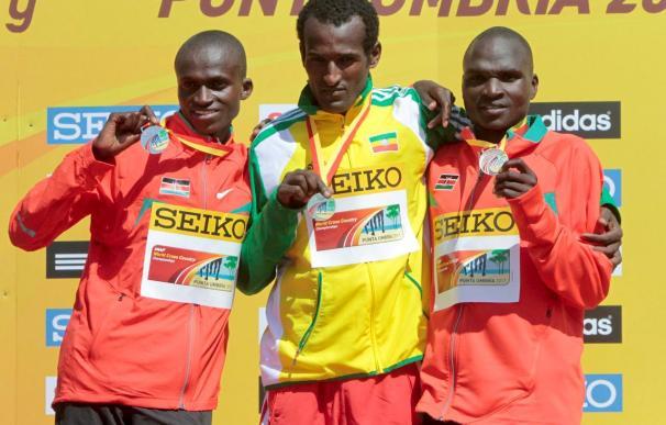 Un etíope y un eritreo se pegan en la recta de meta mientras Europa se rinde en el Mundial de cross