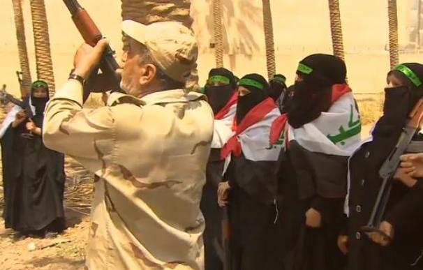 Una brigada chií da clases a mujeres para aprender a usar armas y luchar contra el ISIS