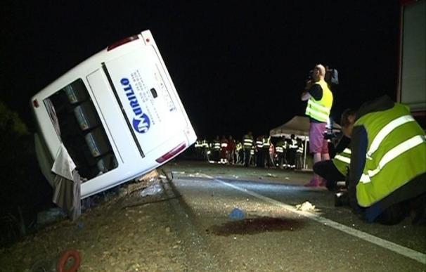 """Un informe de la Guardia Civil confirma que la retroexcavadora hizo un """"giro repentino"""" y le dió al autobús de Castuera"""