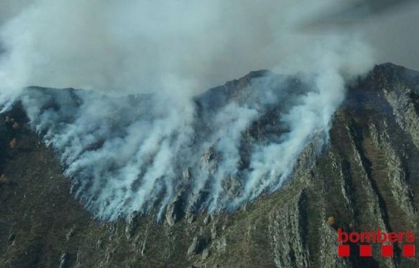Declarado un incendio en pastos de alta montaña en La Guingueta d'Àneu (Lleida)