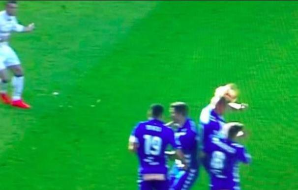 El lanzamiento de Bale que repele Deyverson.