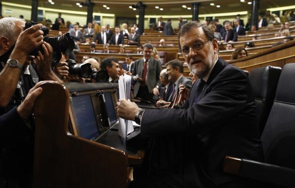 """Rajoy abandona el Congreso entre los gritos de """"presidente, presidente"""" de sus diputados"""