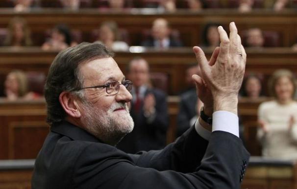 Rajoy es investido presidente con la abstención histórica del PSOE