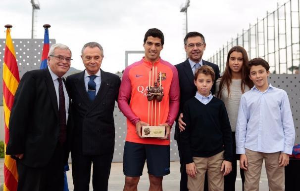 Luis Suárez recibe el premio Aldo Rovira como mejor jugador del Barça la pasada temporada