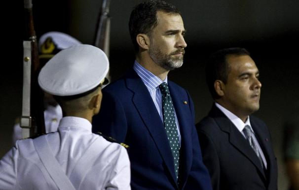 El príncipe Felipe llegó a Venezuela para asistir a los funerales de Chávez