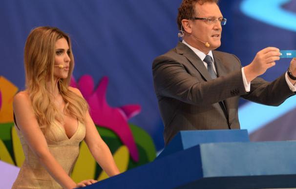 La actriz Fernanda Lima durante el sorteo de la FIFA.