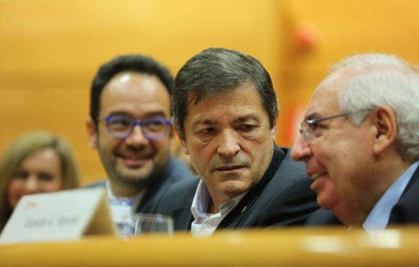 """Javier Fernández insiste en que la disyuntiva es abstención o elecciones, optando por """"el mal menor"""""""