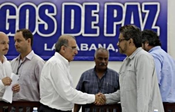 De la Calle advierte de que pese al alto el fuego con las FARC, la situación es frágil y el acuerdo, urgente